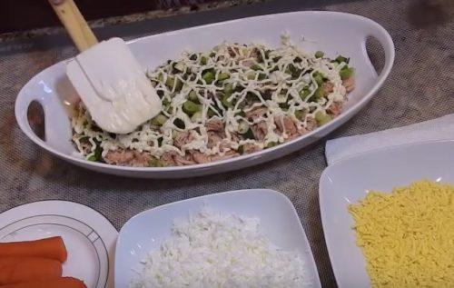 Зеленый лук салат Мимоза