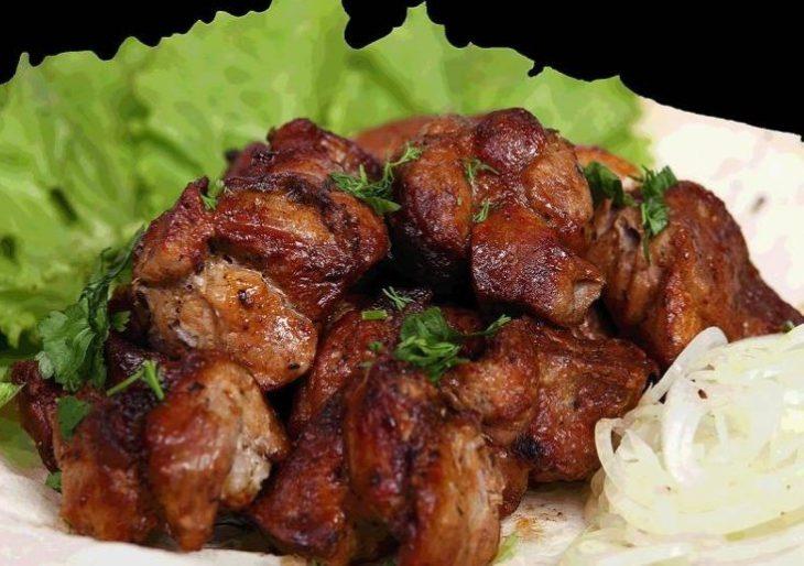 Как замариновать шашлык из свинины с уксусом и луком