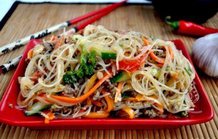 салат с фунчозой и овощами рецепт с фото пошаговый