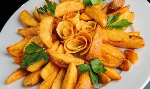 Картошка по-деревенски на праздничном столе