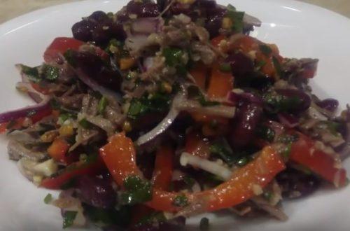 Салат с фасолью, говядиной, сладким перцем и грецкими орехами