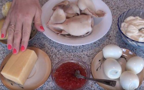 Салат с кальмарами слоеный vkusnogotovlu.ru