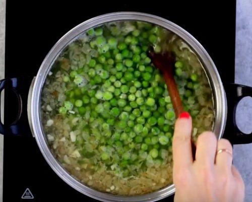 Постный суп из горошка