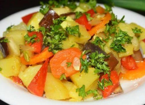 Овощное рагу с картофелем и баклажанами
