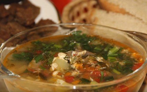 Щавелевый суп с томатами и перцем