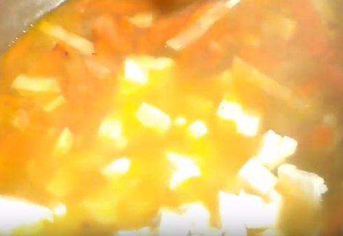 Сырный суп с копченой куриной грудкой
