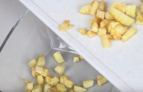 Запеченные баклажаны фаршированные овощами под сырной корочкой
