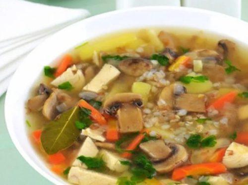 Очень вкусный грибной суп с курицей, гречкой и овощами
