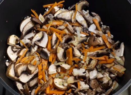 Рецепт сытного грибного супа с перловкой