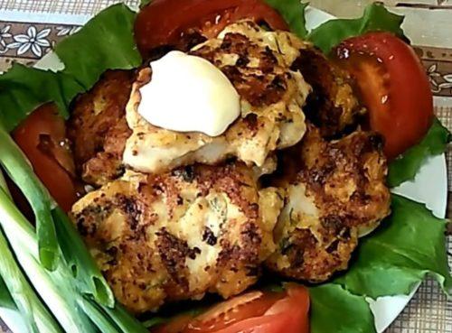Рубленные куриные котлеты с сыром, зернами горчицы и чесноком