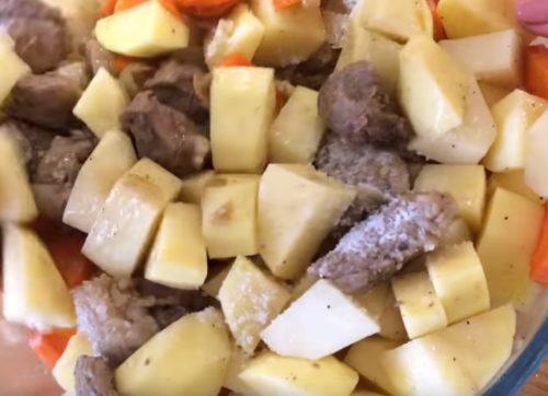 Горшочки в духовке с мясом и картошкой