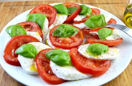 Салат капрезе классический