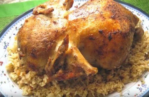 Курица, фаршированная рисом, изюмом и кедровыми орешками