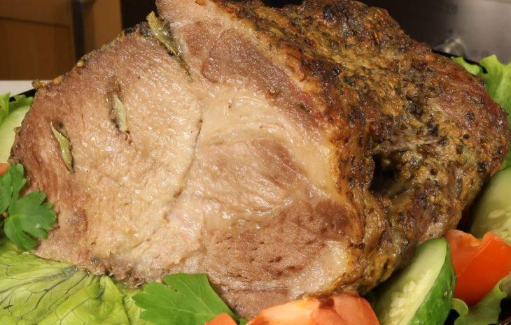 Нежная буженина из свиной шейки, запеченная в фольге