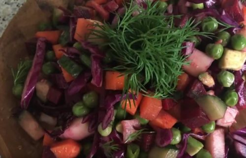 Очень полезный сыроедческий винегрет из свежих овощей