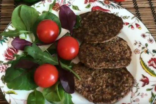 Печеночные оладьи с овощами