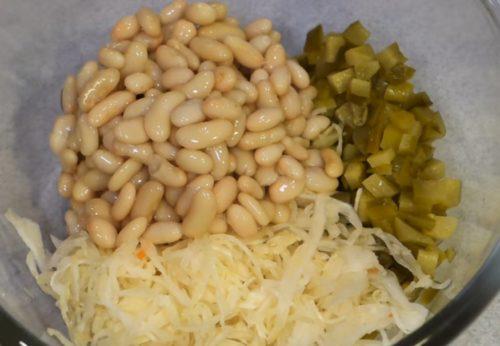 Винегрет с капустой квашеной и фасолью