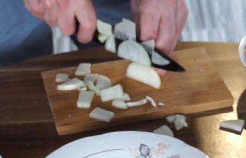 Фаршированные шампиньоны с мясом и сыром