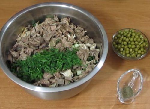 Как приготовить Оливье со свежими огурцами и курицей