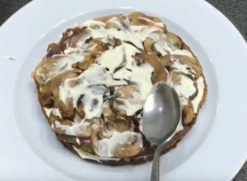 Очень вкусный печеночный торт с грибами