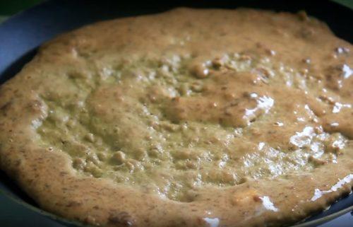 Печеночный торт на сметане с начинкой из помидоров