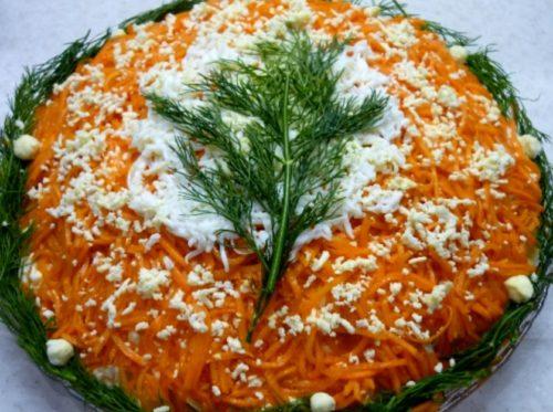 Праздничный новогодний салат с крабовыми палочками и корейской морковью