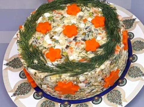 Праздничный салат Оливье с жареным куриным филе