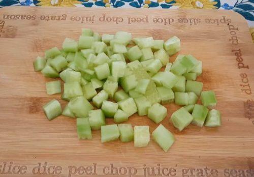 Салат с авокадо, сладким перцем и сыром фета
