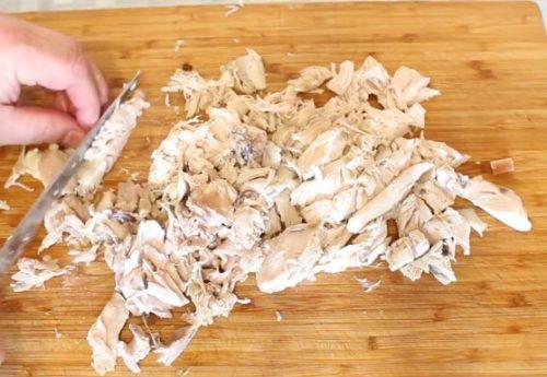 Вкусная солянка с курицей и колбасой