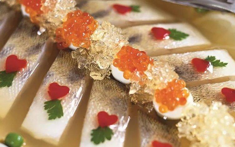 Но заливное из рыбы — это еще одно прекрасное блюдо на праздник и не только.