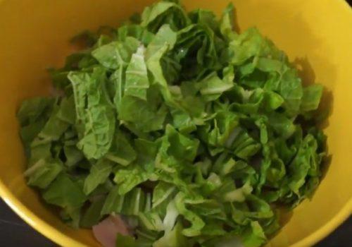 Как приготовить салат Цезарь с копченой курицей и майонезом