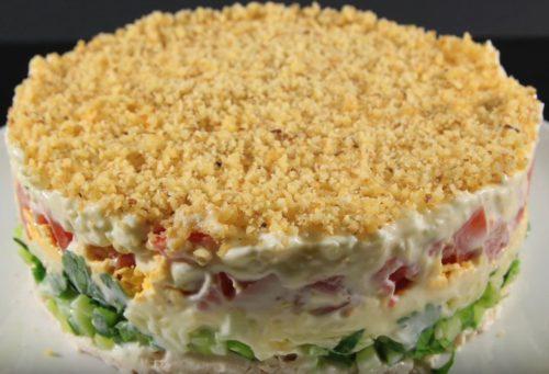 Куриный слоеный салат с помидорами и сыром Моцарелла