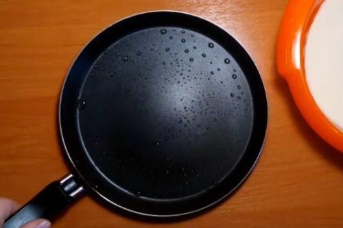 Дрожжевые блины без яиц и молока – тонкие и ажурные