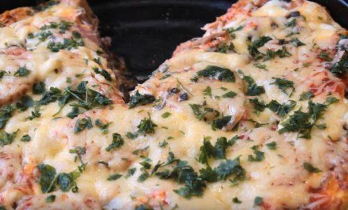 Как приготовить пышную домашнюю пиццу в духовке