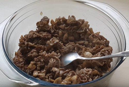 Дрожжевые блинчики с мясом и грибами