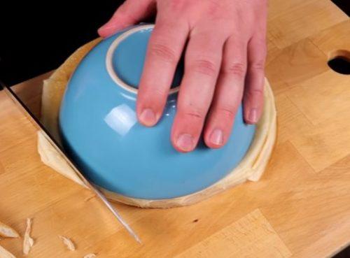 Как приготовить блинный торт со сгущенкой, орехами и черносливом