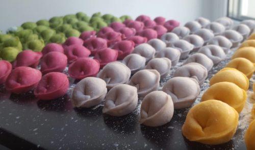 Как приготовить разноцветные домашние пельмени с натуральными красителями