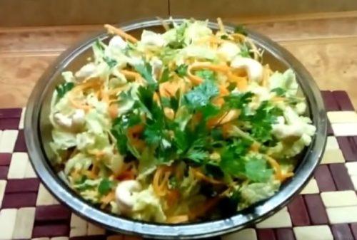 Свежий салат из пекинской капусты с корейской морковью