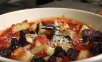 Готовим вкусный томатный суп с креветками и сухариками