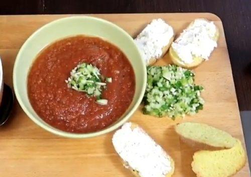 Как приготовить холодный томатный суп Гаспачо