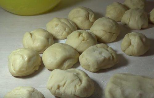Как приготовить сдобные булочки с вареньем