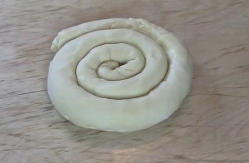 Слоеная самса из домашнего теста с бараниной и зирой