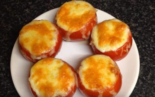 Как приготовить запеченные помидоры с начинкой из курицы