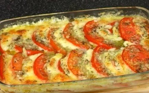 Запекаем помидоры с моцареллой и приправами