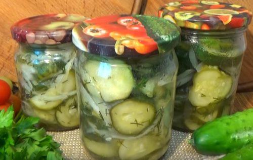 Простой салат из огурцов и репчатого лука на зиму