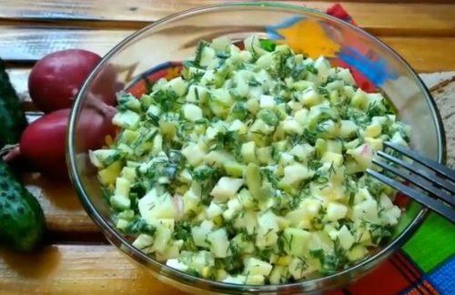 Салат с огурцами и яйцами