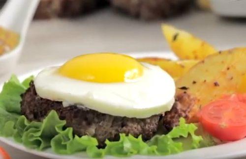 Бифштекс с яйцом. 6 простых рецептов вкуснейшего мясного блюда из говядины