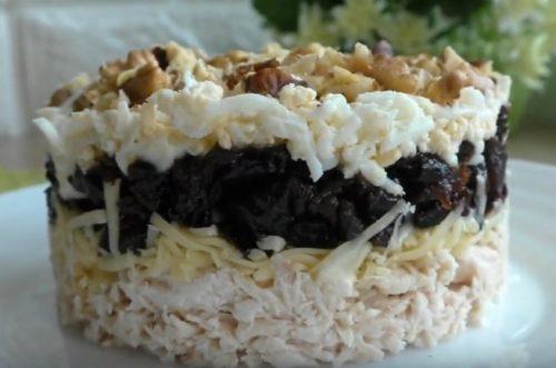 Салат из курицы с черносливом – 7 рецептов