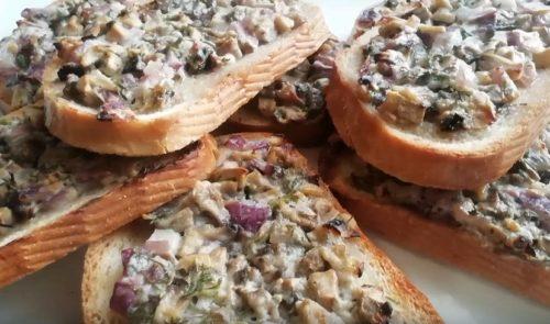 Ооочень много рецептов горячих бутербродов.